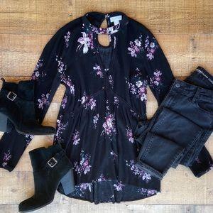 ⭐️Pretty Choker Neck Floral Blouse